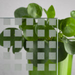 Glas mit R12 - quadratischer, stark rutschhemmender Beschichtung
