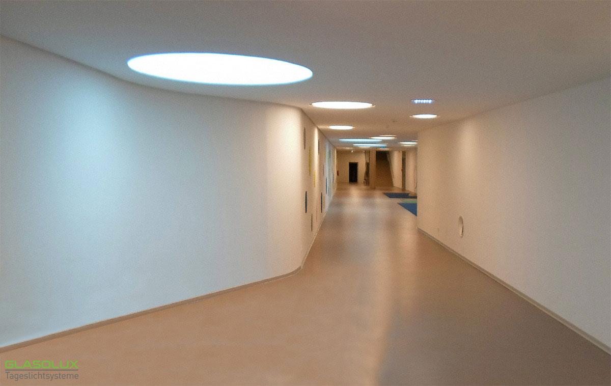 Runde, begehbare Oberlichter als Lichtquelle und Designelement