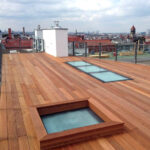 Begehbares Lichtband und Einzeloberlicht auf einer Dachterasse